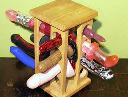 מתקן לאיחסון ויברטורים (צילום: www.homemade-sex-toys.com)